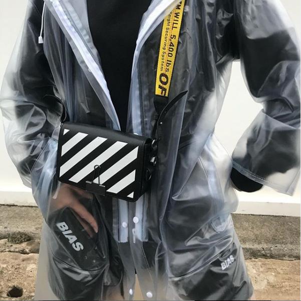 THE BIAS CLUB BACK RAINCOAT CLEAR/WHITE