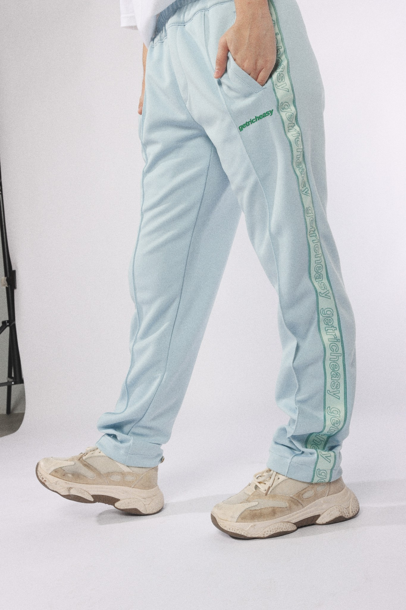 GET RICH EASY TAPED TRACK PANTS MINT