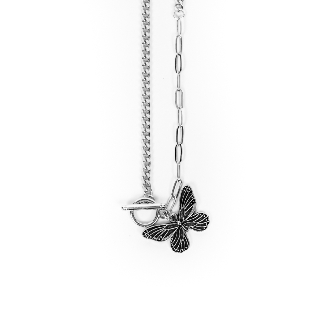 SOLASTA BUTTERFLY CHAIN NECKLACE SILVER
